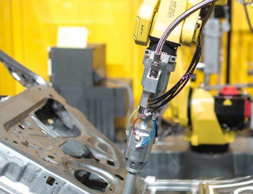 Fanuc va furniza 3.500 de roboţi industriali grupului BMW